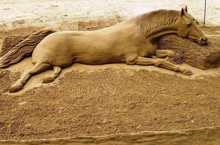 look-amazing-sand-sculpture
